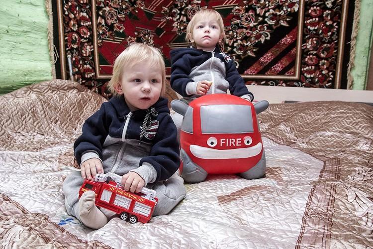 Спасенные близнецы - крестники Александра Мордвова