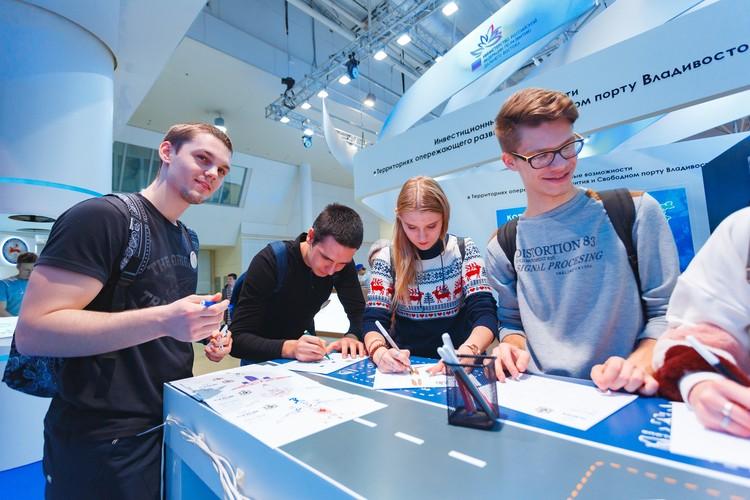 Более 2000 старшеклассников и студентов побывали на ярмарке вакансий.