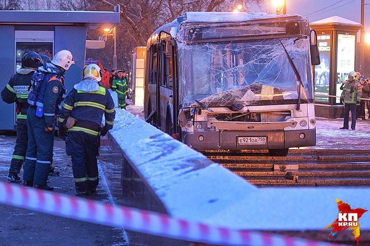 По официальным данным, в результате ДТП 11 человек пострадали, 4 погибли на месте.
