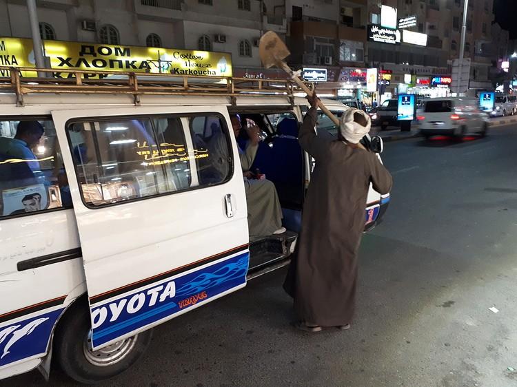 Туристу в Египте перемещаться на общественнном транспорте иногда интереснее, чем ходить пешком