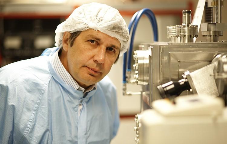 Российский ученый Андрей Гейм, ставший лауреатом Нобелевской премии по физике за изобретение графена - моноатомного слоя углерода, представляющего собой лист из одного слоя атомов этого элемента. Фото ИТАР-ТАСС/PHOTAS/DPA