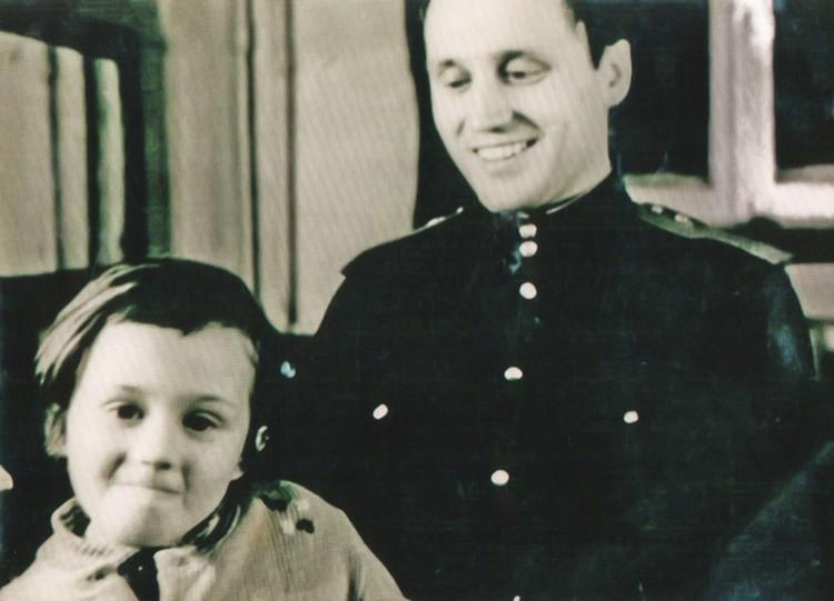 Радостная встреча с дочкой во время армейского увольнения. Фото: личный архив