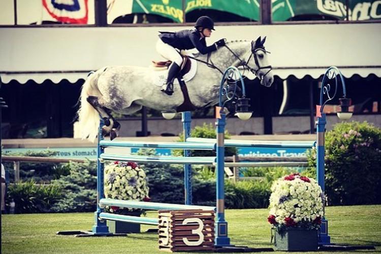 Дочь Билла Гейтса занимается конным спортом.