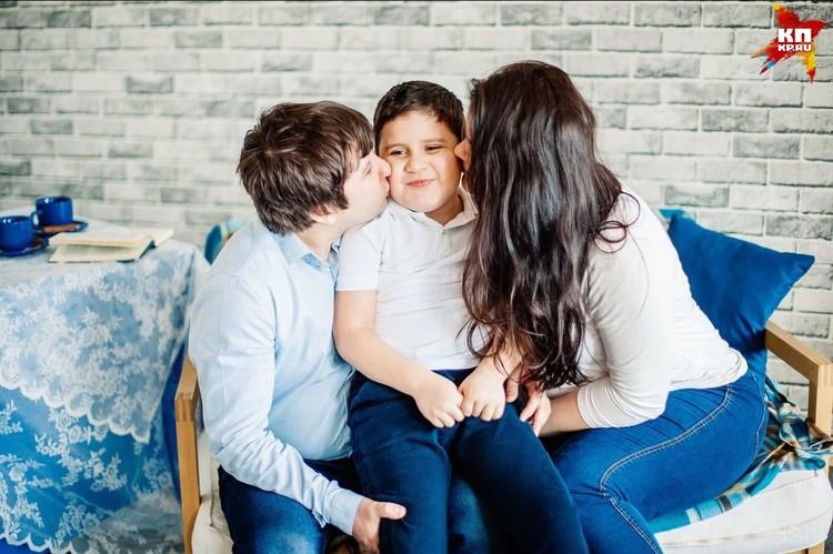 Сейчас у мальчика настоящая полноценная семья Фото: архив семьи