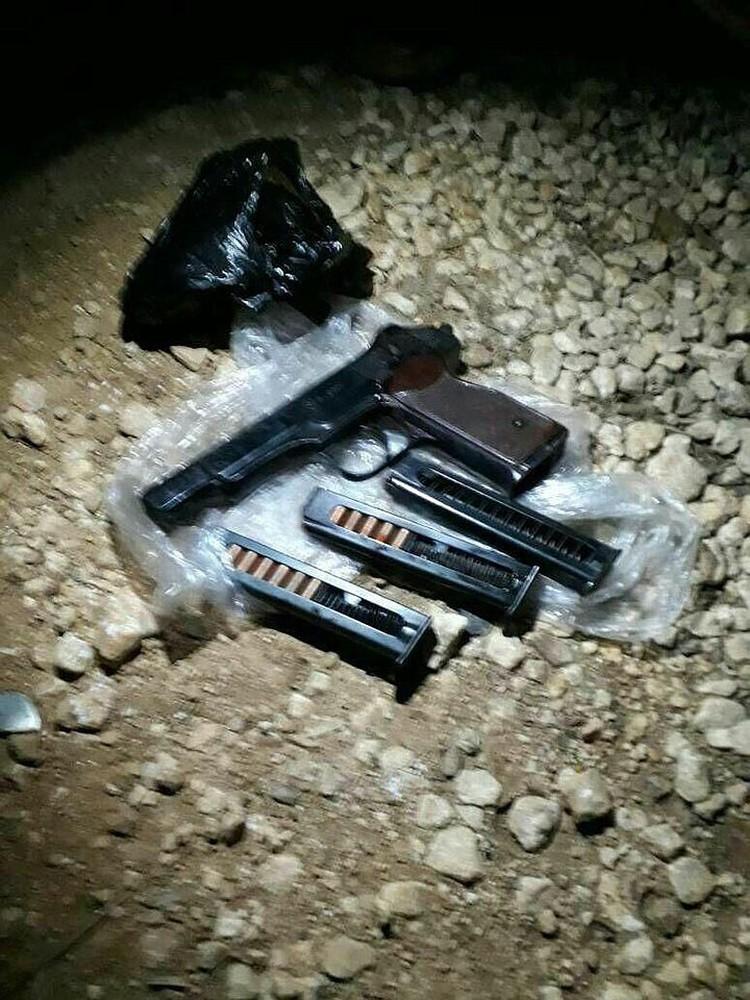 Боевики опубликовали фото пистолета Стечкина российского летчика