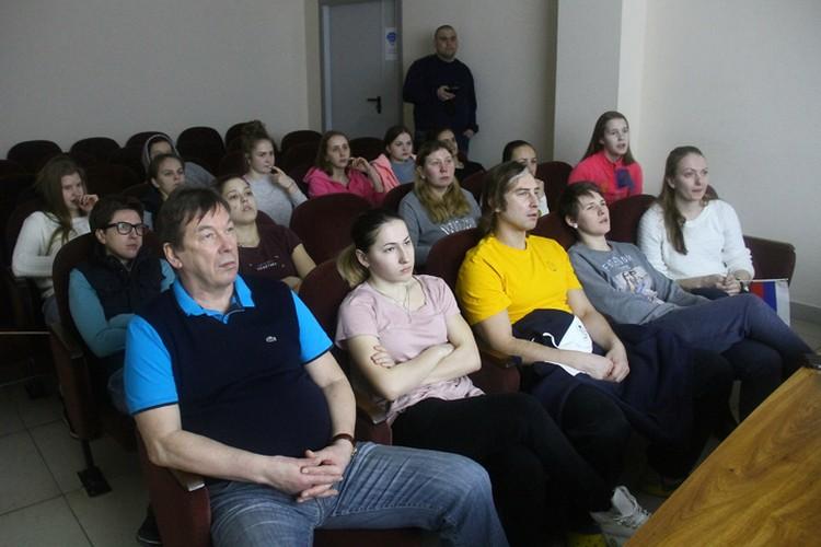 За трансляцией из Пхенчхана с замиранием сердца следила вся нижегородская команда, в том числе главный тренер Владимир Голубович.