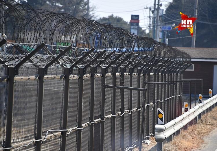 Периодически происходящее здесь будоражит весь мир. Одно из самых громких происшествий, когда Северокорейская подводная лодка села на мель у города Донгхе.