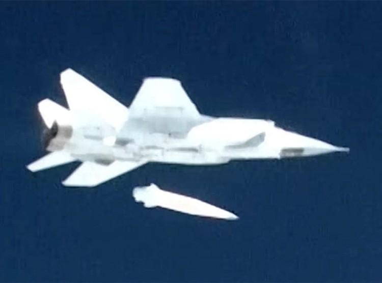 Авиационная гиперзвуковая противокорабельная ракета «Кинжал» стартовала с Миг-31БМ