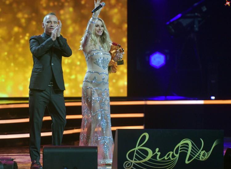 На премии BraVo в Кремле Светлана впервые за долгое время появилась в обтягивающем платье, не скрывающем ее фигуру