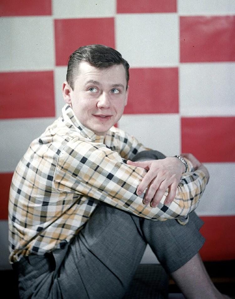В 1953 году Олег Табаков поступил в Школу-студию МХАТ, где числился среди лучших студентов