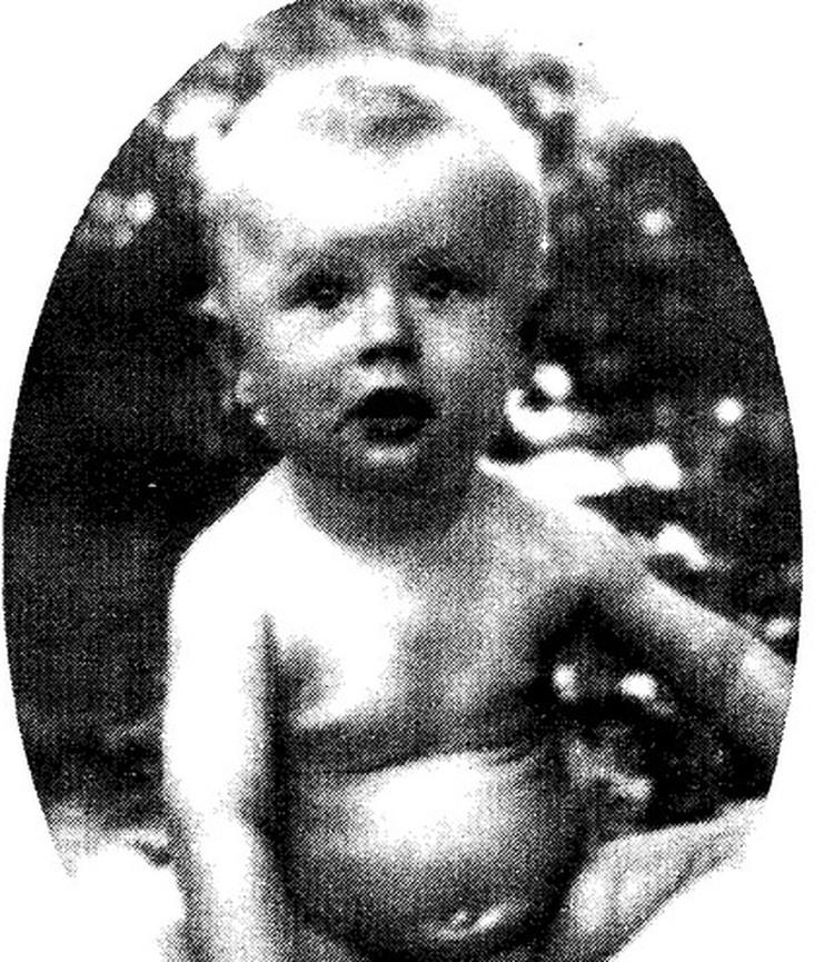 Лето 1936 года, Саратов. На этом фото будущему артисту всего год.
