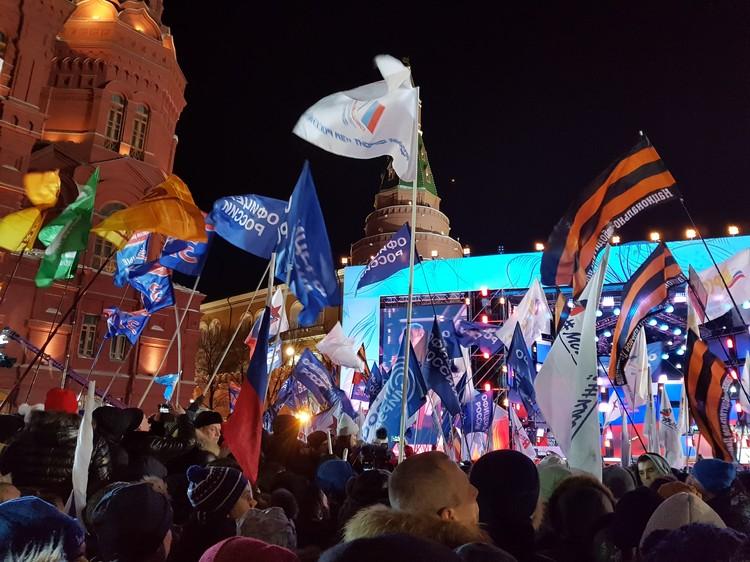 На концерт в честь годовщины воссоединения Крыма с Россией в Москве пришли более 35 тысяч человек