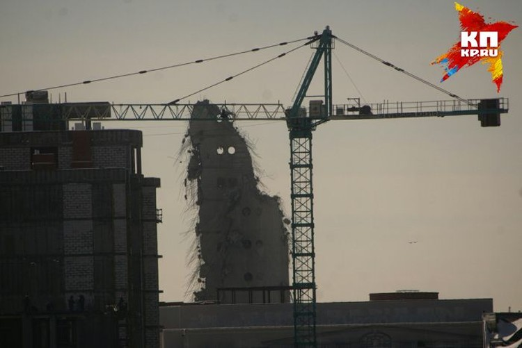 В воскресенье остатки башни начнут разбирать и вывозить на полигон.