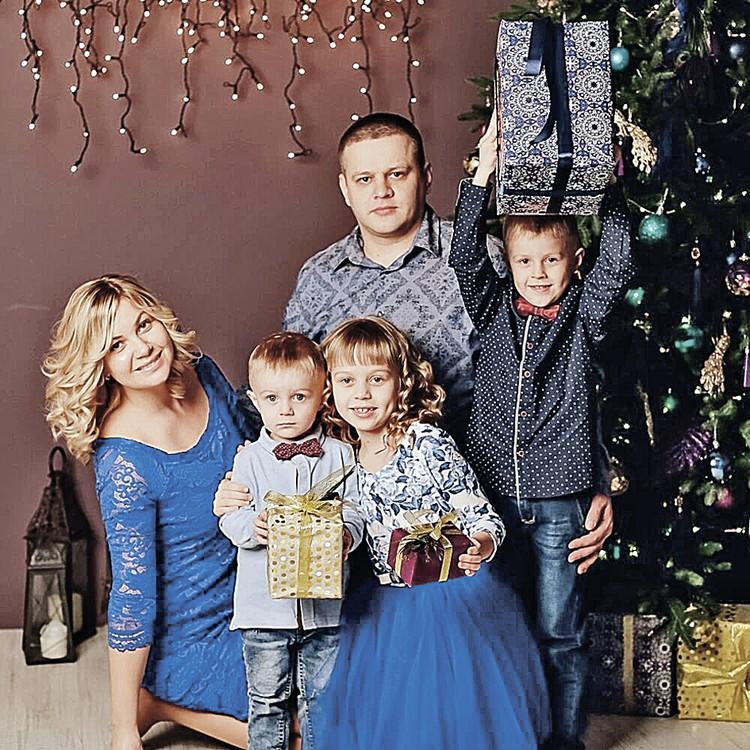 Илья Востриков стал символом трагедии. «Зимняя вишня» забрала у него троих детей, жену (на фото) и сестру.