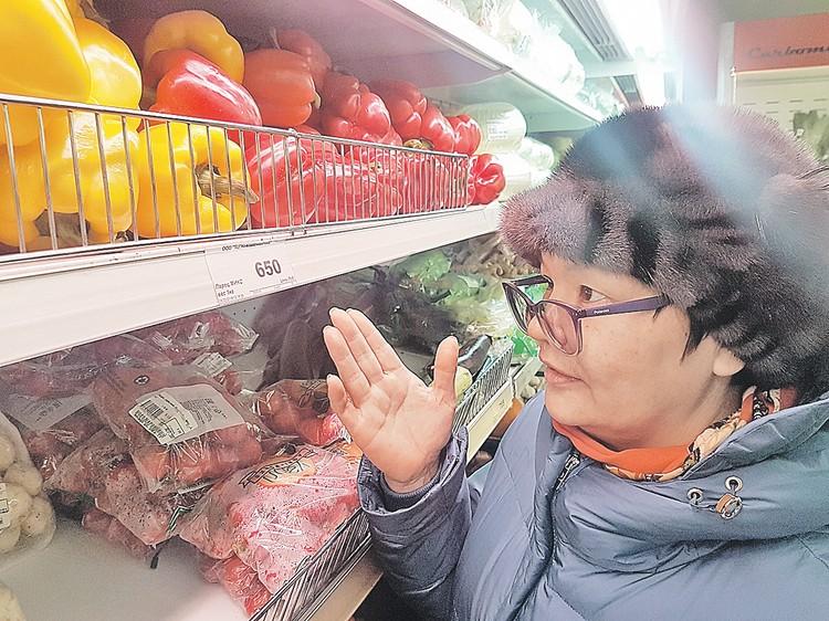 Овощи встречаются и местные, тепличные. Получается дешевле, чем с Большой земли.