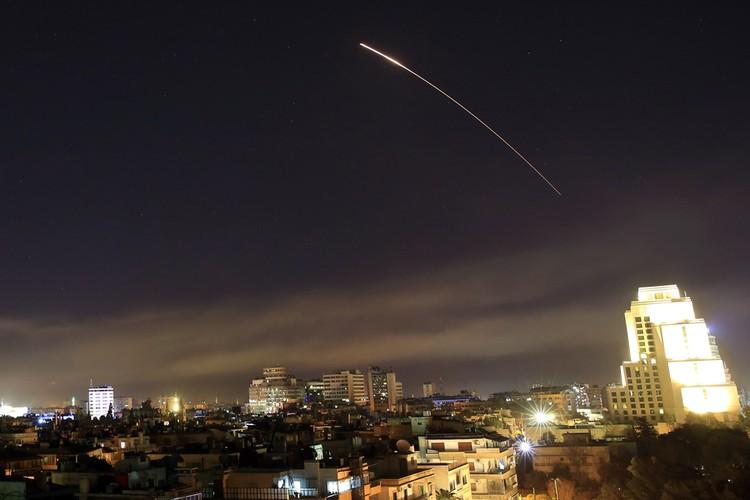 В пятницу, 13-го, в 21.00 по Вашингтону (в Москве было уже 4 часа утра) США, Британия и Франция начали атаку на Сирию
