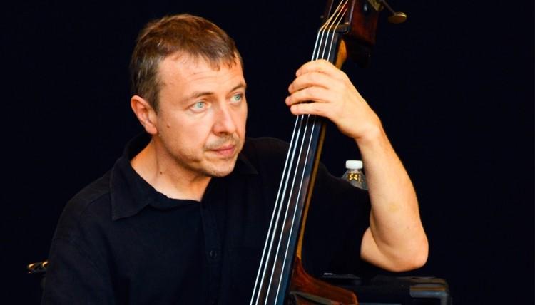 На сцену «Премьеры» выйдет один из топовых басистов планеты Борис Козлов. Фото: astoperahouse.ru