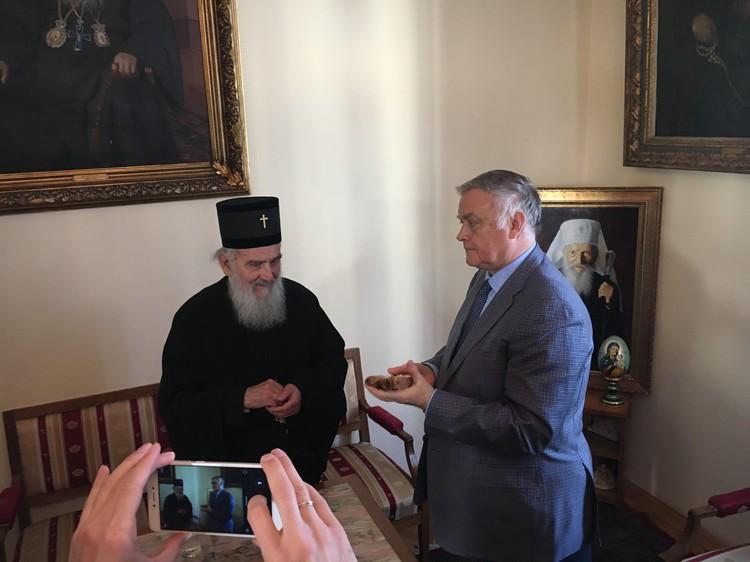 Патриарх Сербский Иреней, приняв свечи, зажженные от Благодатного огня, предложил подумать о том, как организовать, чтобы Святой огонь ежегодно доставлялся бы и в Белград.