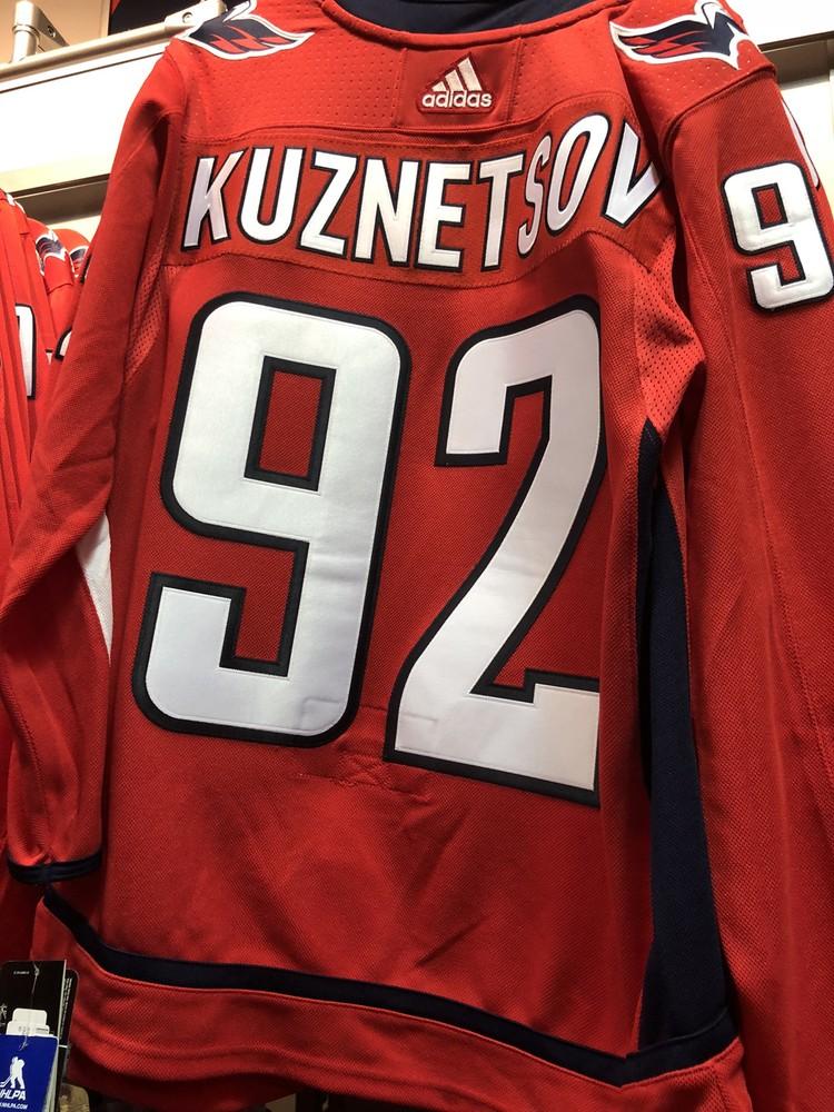 Та самая футболка с именем Евгения Кузнецова за 225 долларов.
