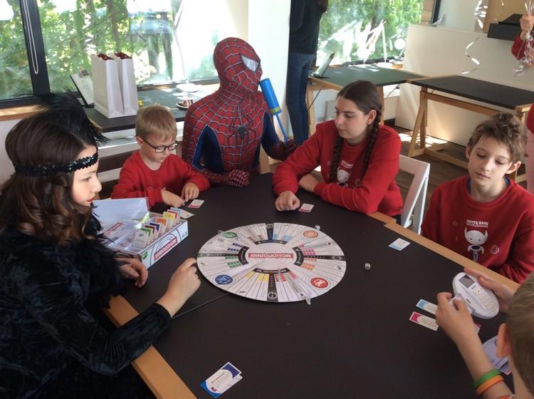 «Монополия» - та игра, которая развивает финансовое мышление даже у младших школьников