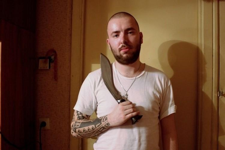 Семен любил позировать с ножами. И не только позировать