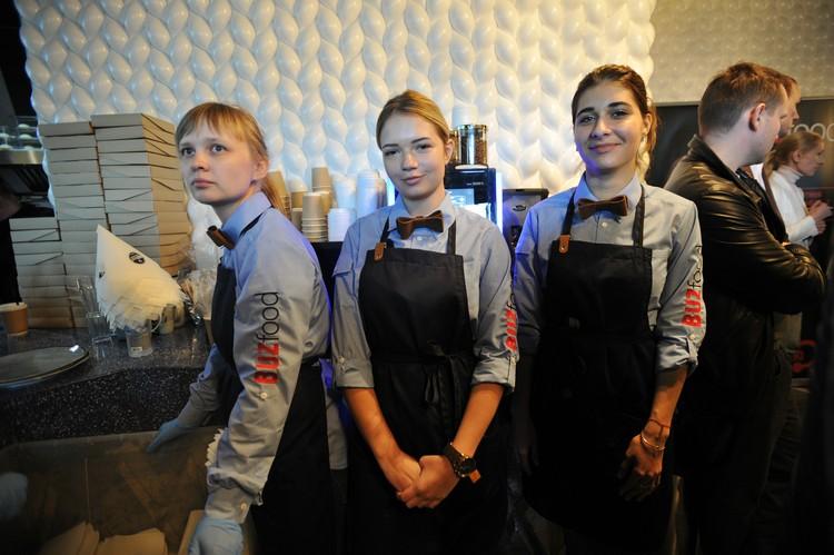 Работники в ресторане юные, как и поклонники Ольги