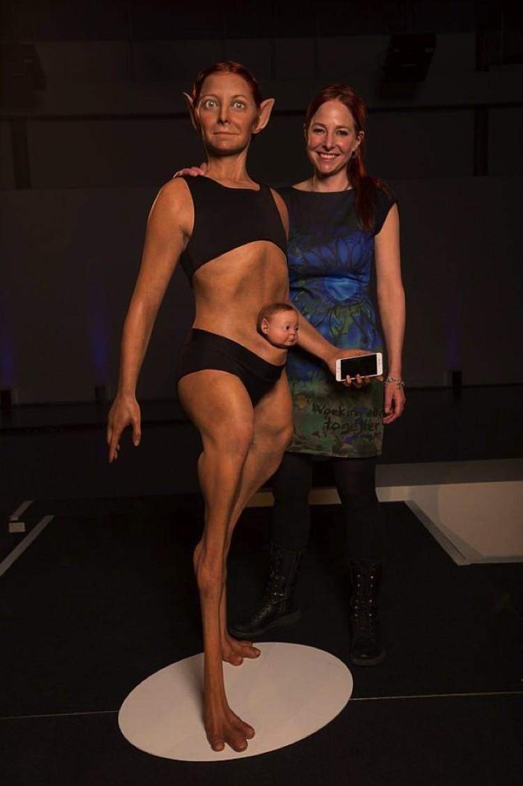 Антрополог Алиса Робертс (справа) хотела бы поставить милых дам на козьи ножки. Для их же блага.