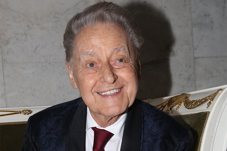 Андрей Дементьев скончался 26 июня 2018 года на 90-м году жизни.