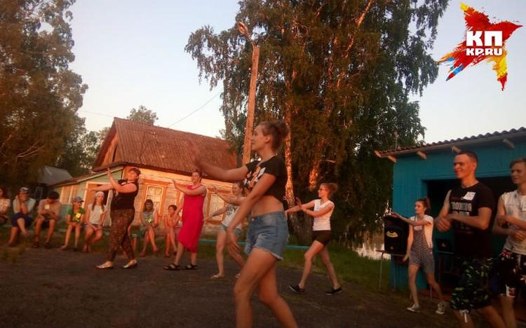 Вечером танцы Фото: Наталья НАУМОВА