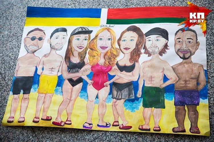 """Вот такой плакат школьницы рисовали 4 дня. Ребята из """"ФанТины"""" выкупили все места в первом ряду Дворца Республики."""