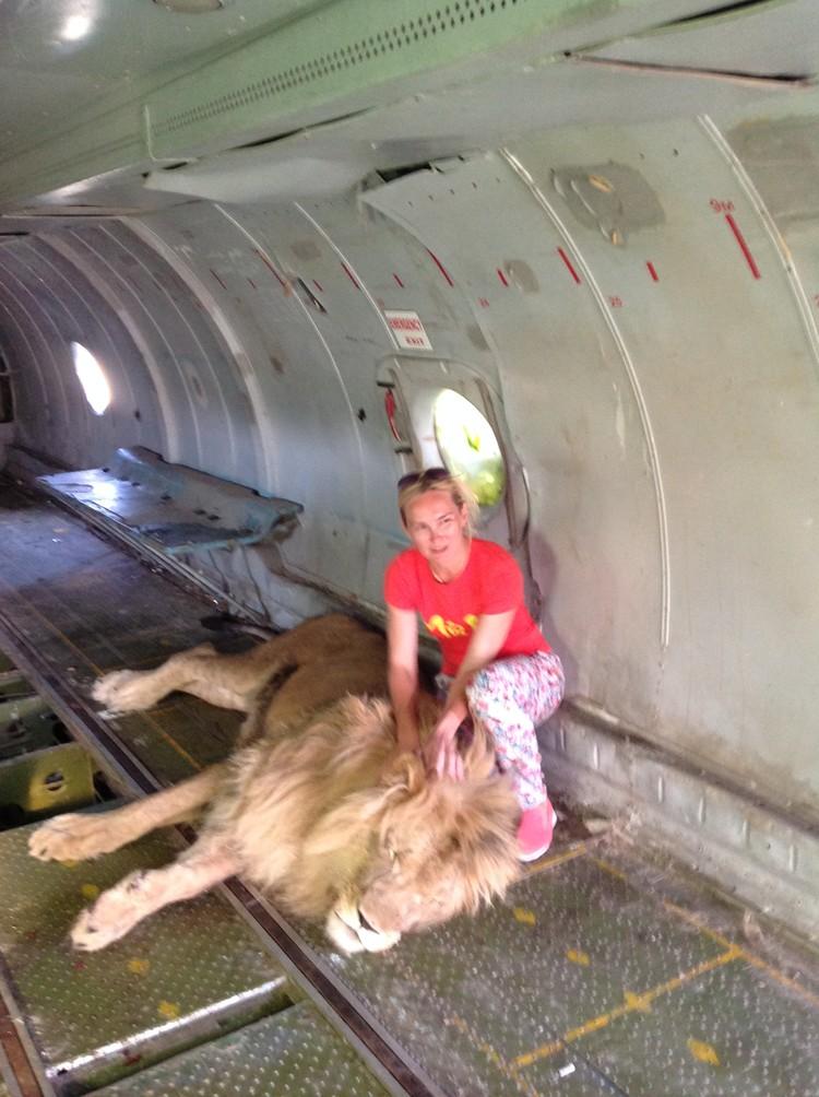 Ольга много лет мечтала увидеть вблизи царя зверей. Фото: личный архив