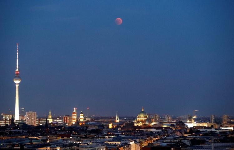 """""""Кровавая луна"""" 27 июля 2018 года над Берлином"""