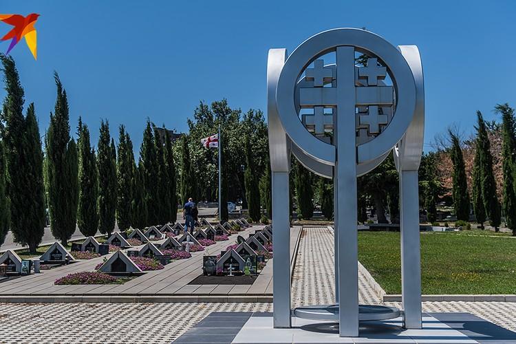 Тбилиси. Кладбище Мухатгверди, мемориал погибшим 08.08.08