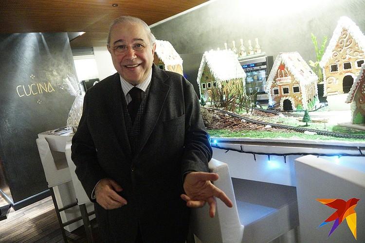 Еще год назад Евгений Ваганович ездил по маленьким дворцам культуры и далеко не всегда собирал залы