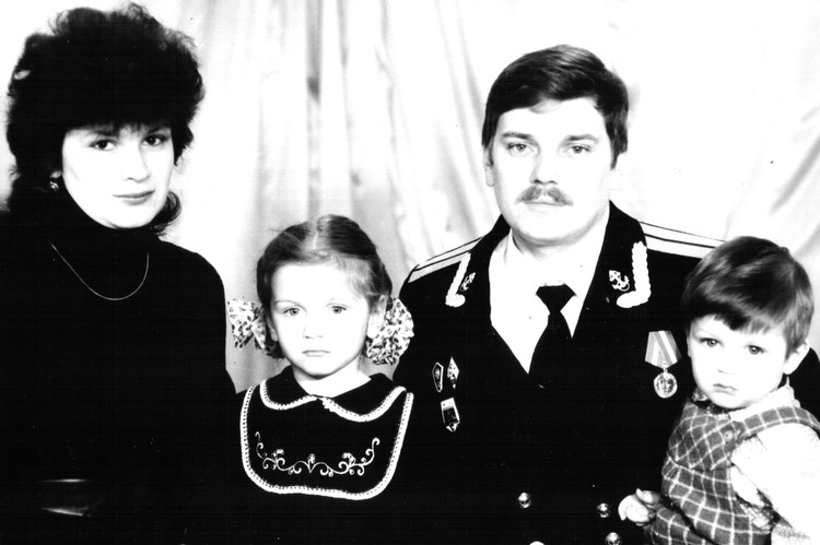 Еще будучи студенткой и курсантом, Исаенко завели двоих детей. Фото: Из семейного архива