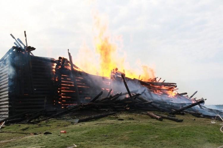 Церковь сгорела за 20 минут Фото: ГУ МЧС по Республике Карелия