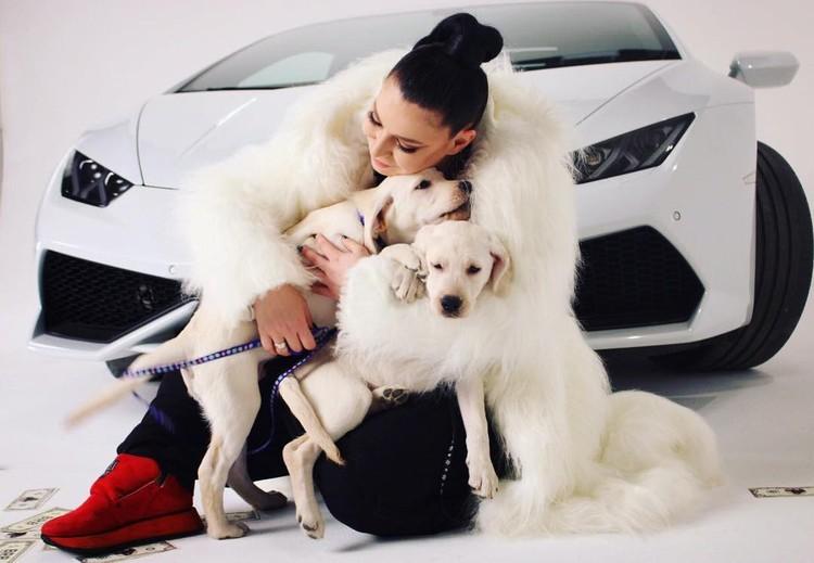 Ёлка обожает шубы и собак