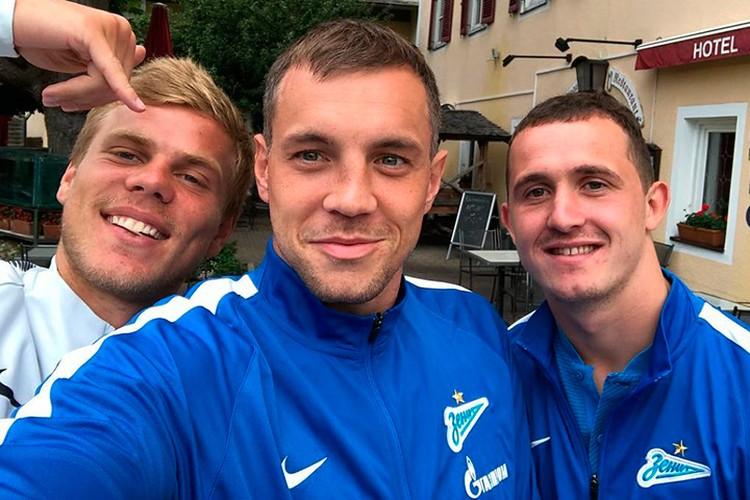 Сладкая парочка: Кокорин, Дзюба и Лунев.