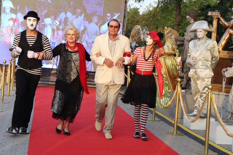 Светлана Дружинина приехала на фестиваль со своим супругом Анатолием Мукосеем.