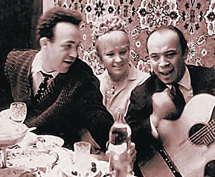 Иосиф Кобзон и Людмила Гурченко на праздновании свадьбы. Куйбышев, 1969 год. Фото: Архив Самарской филармонии