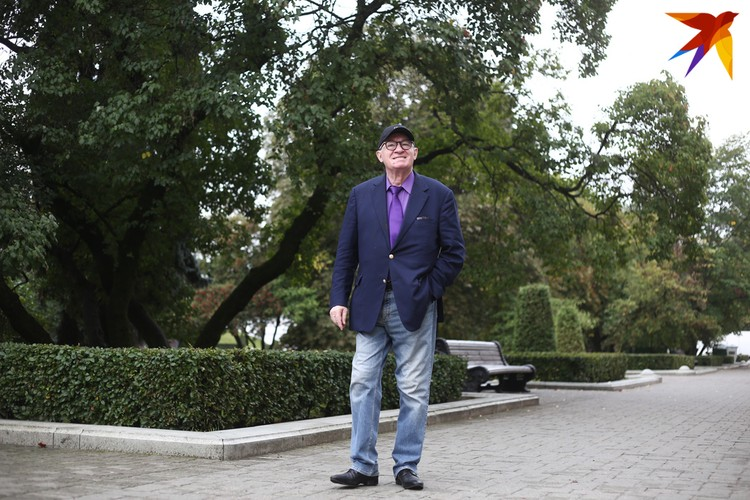 По утрам Михаила Яковлевича можно встретить в парке.
