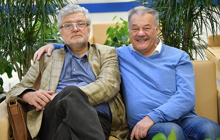 Лауреат премии Ленинского комсомола Юрий Поляков и наш корреспондент Александр Гамов