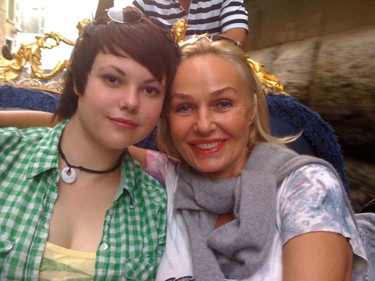 Наталья с дочерью Анастасией. Фото: Facebook.