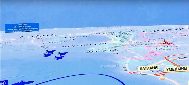 Четыре F-16 (обозначены синим цветом) вылетают к территории САР, где тем вечером несет дежурство Ил-20 (обозначен красным) Фото: скрин с видео минобороны РФ