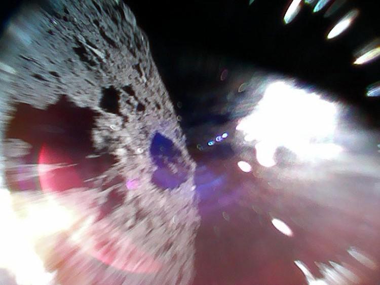 На данный момент роверы смогли отправить только 3 уникальных фотографии, но ученые уверяют, что это только начало