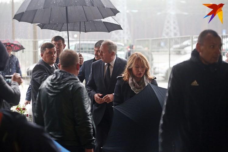 Премьер-министр Беларуси Сергей Румас приехал проститься с Анатолием Капским.