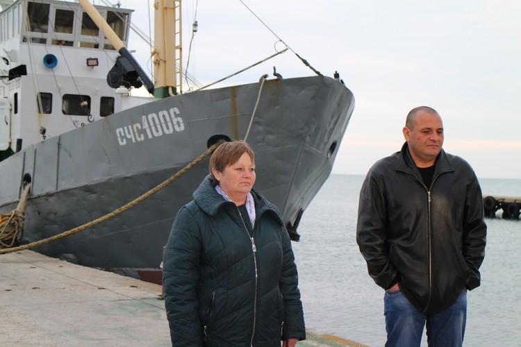Ирина Оборина сейчас нашла временную работу, а Дмитрий Таразанов следит за порядком на территории рыбколхоза.