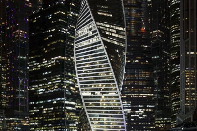 Екатерина Бусыгина сфотографировала небоскреб под покровом ночи. Фото: Екатерина Бусыгина