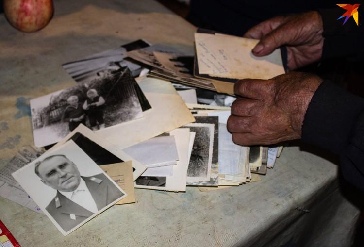 Ворох старых фотографий, но ни одной карточки отца, и только один снимок самого Александра Михлюка - остальные затерялись.