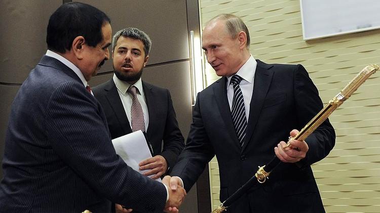 Король Бахрейна подарил Путину Меч Победы. Фото: АР
